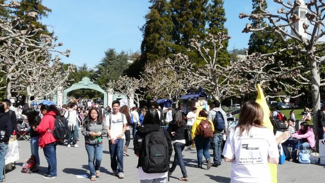 Students at Sproul Plaza, UC Berkeley. (Henry Zbyszynski/Flickr)
