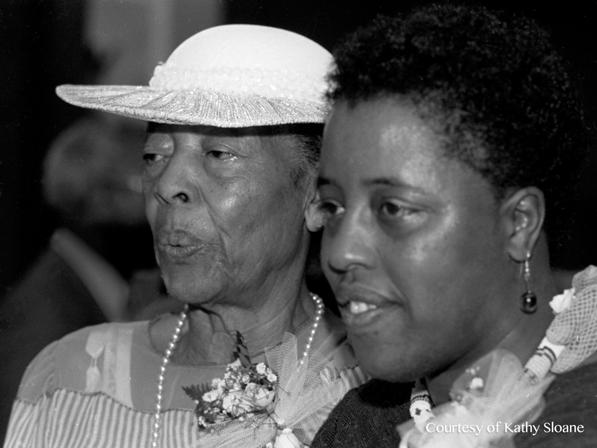 Mable and Mildred Howard in 1985
