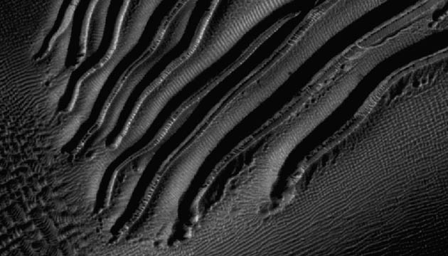 NASA's Mars Reconnaissance Orbiter image of unusual channels dug on the slopes of a Martian sand dune