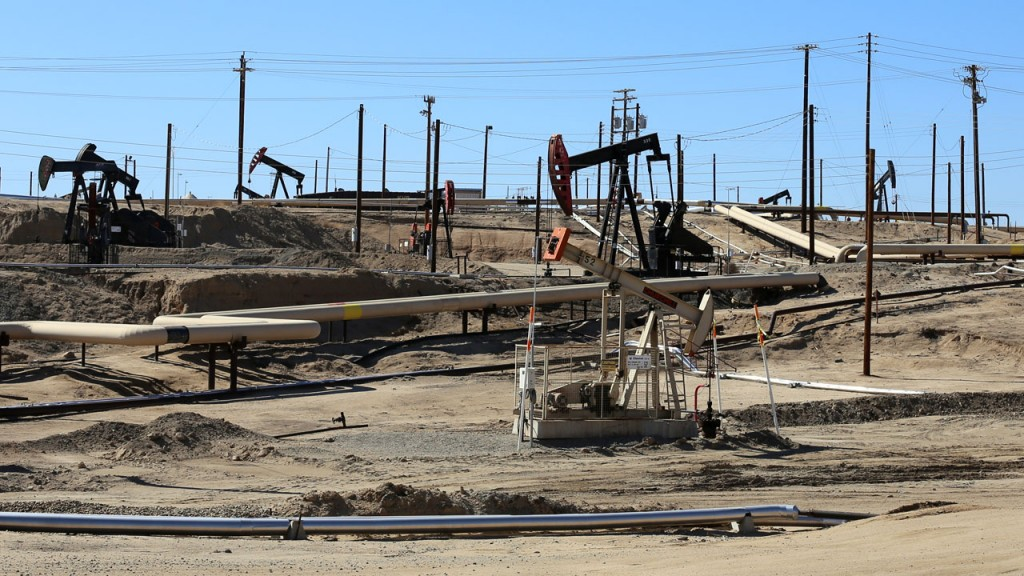 Chevron's Kern River oil field produces millions of gallons of water a day. (Lauren Sommer/KQED)