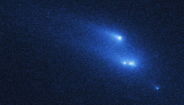 Hubble Space Telescope image of asteroid P/2013 R3 break-up. (STScI/NASA)