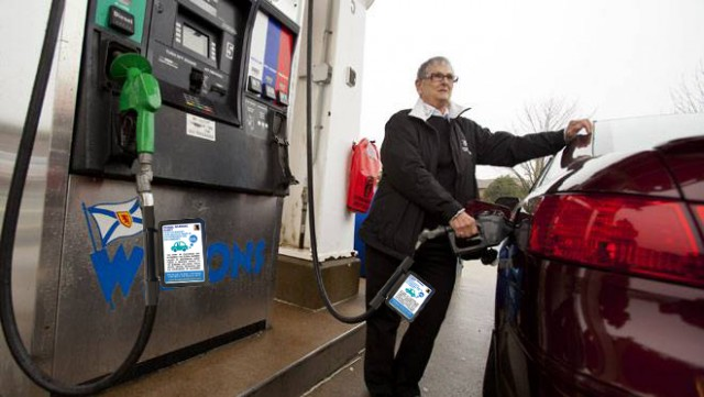 Berkeley Considers CO2 Warning Labels at Gas Pumps
