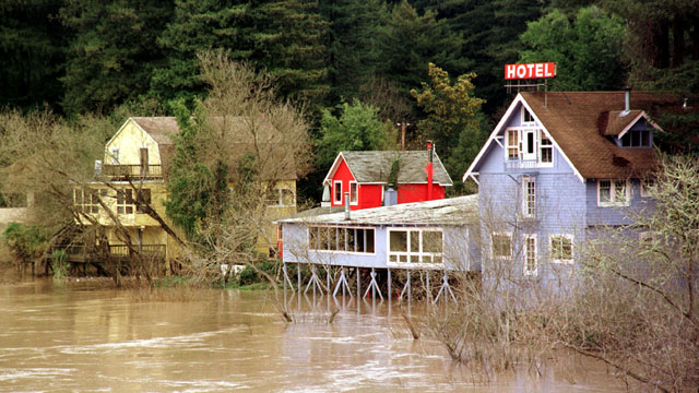 The Russian River flooding from storms during the 1997-98 El Niño. (Dave Gatley/FEMA)