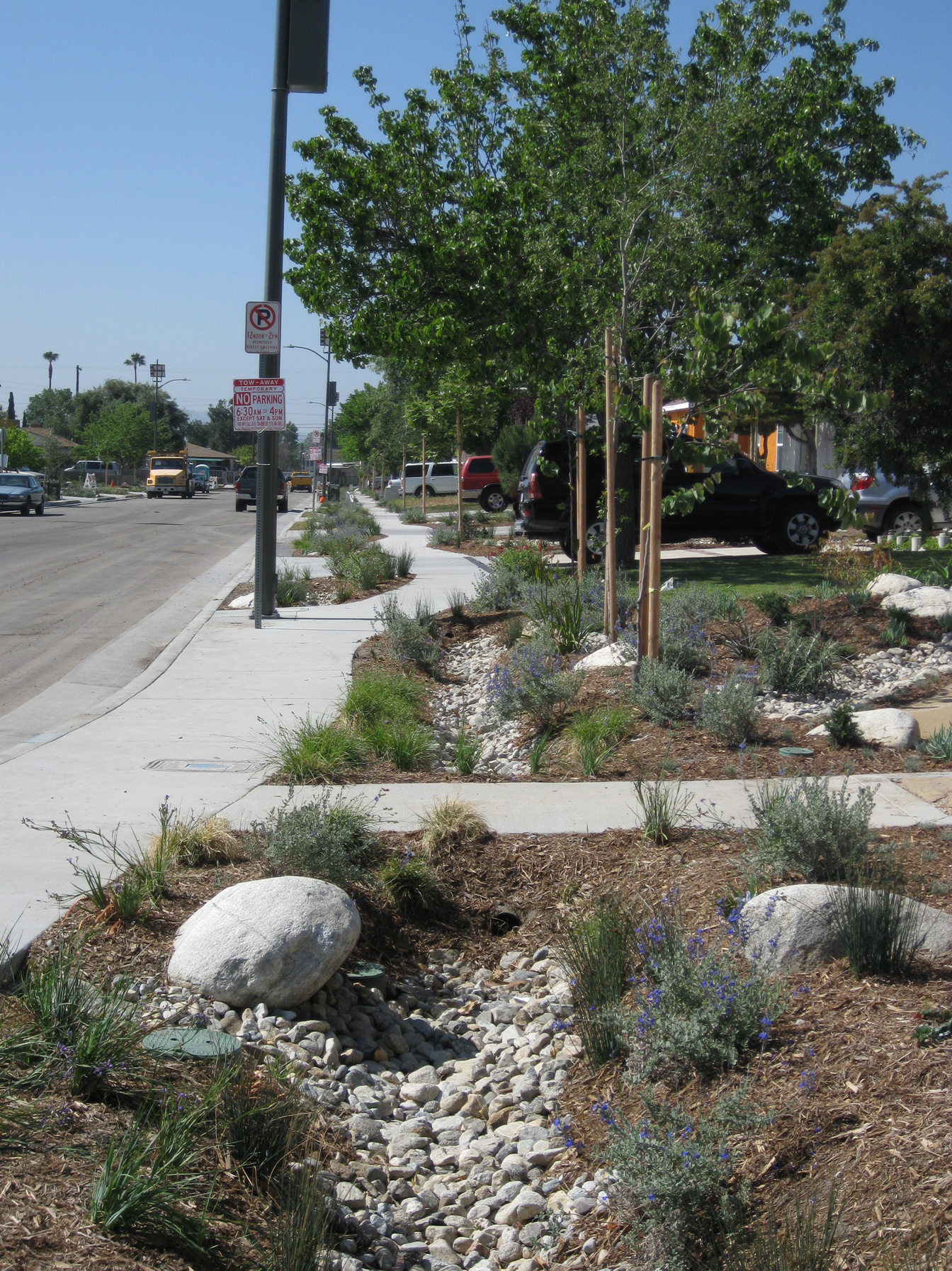 A creek bed runs beside a sidewalk on Elmer Avenue in Los Angeles. (Courtesy of TreePeople)