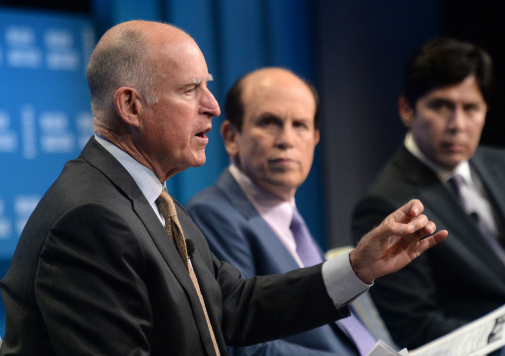 Governor Brown discussing his new greenhouse gas targets in Los Angeles.  (Credit: Milken Inst.)