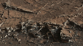 Mineral veins found by NASA's Curiosity rover on Mount Sharp. (NASA/JPL-Caltech/MSSS)