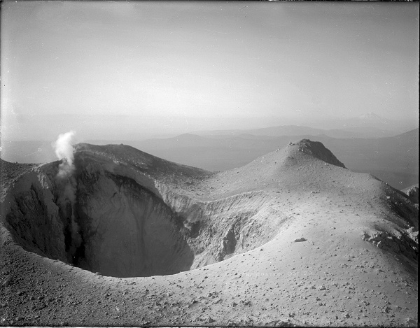 Mount Lassen crater, October 1914