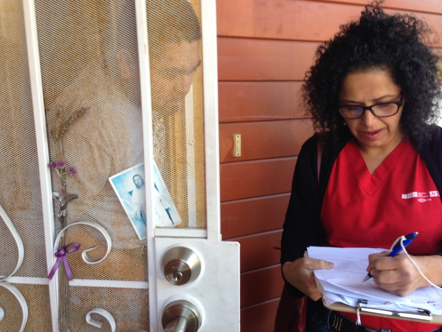 Maria Sahagun with the California Nurses Association is surveying the health of residents in Richmond's Parchester Village. (Julie Small/KQED)