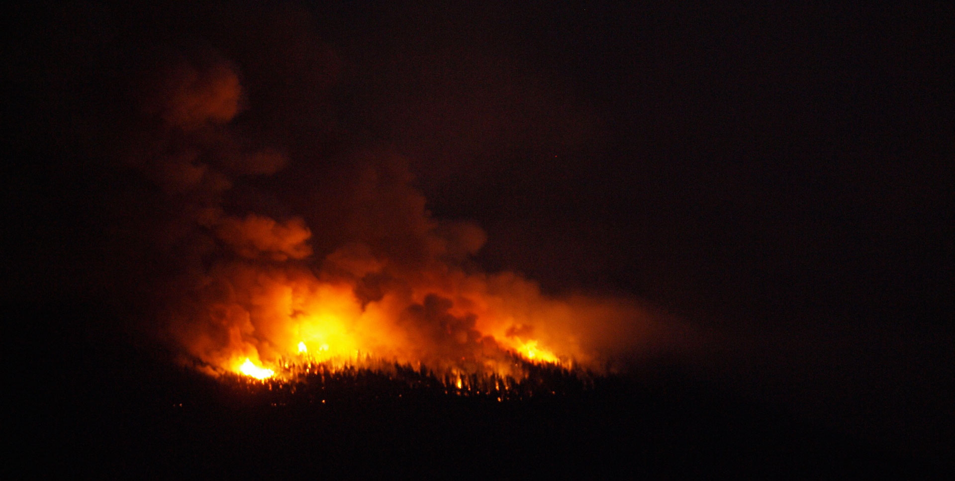 "Firefighters lit a ""back-burn"" to control the Reading Fire in 2012."