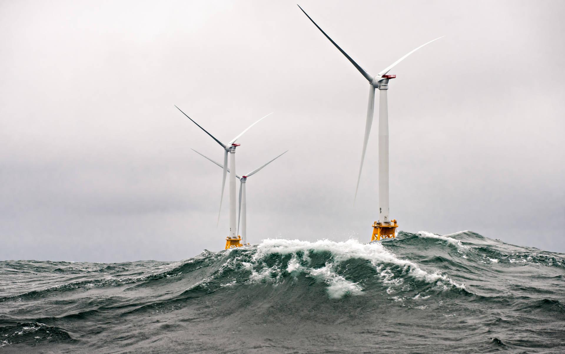 """The Block Island Wind Farm, America's first offshore wind farm, was built by Deepwater Wind and began operating in 2016. <a href=""""https://www.flickr.com/photos/nrel/30353919862/in/photolist-NfgLRU-NqCGVD-NhY3ZH-ru8Ccz-NqCDhr-MsTFd5-fkdCvD-7niitk-7vsbp3-7mW9MZ-rQ1Z9-7bkKwH-75RaVy-9UHw8J-ffn7Ms-7nndF1-6EzbkB-7nfNXM-4nLdM4-2HZyo6-id9vH-ptagEB-5BoQXp-2ixwgw-hkdEBE-oxyXQ-FQEZwi-F2j4D2-FUh589-mCJEG-mCJq1-FWyTMn-FWyVVv-FQH2Ci-F2j86n-F28ht3-FQH3ED-FUeX5f-F2hwzF-F28equ-F2j2NP-F2hw9a-FWyUfB-HiBV4s-F2hwNB-FUh2NQ-FNnrts-F28i6A-FwsnC5-FQFv4K"""" target=""""_blank"""" rel=""""noopener noreferrer"""">NREL</a>/flickr"""