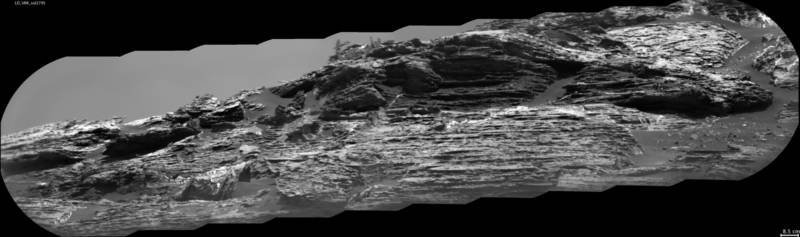 A close-up view of the sediments of Vera Rubin Ridge, taken through Curiosity's ChemCam instrument. The picture shows the horizontal layers of sediments laced with white mineral veins deposited by mineral water flowing through cracks. A close-up view of the sediments of Vera Rubin Ridge, taken through Curiosity's ChemCam instrument. The picture shows the horizontal layers of sediments laced with white mineral veins deposited by mineral water flowing through cracks.