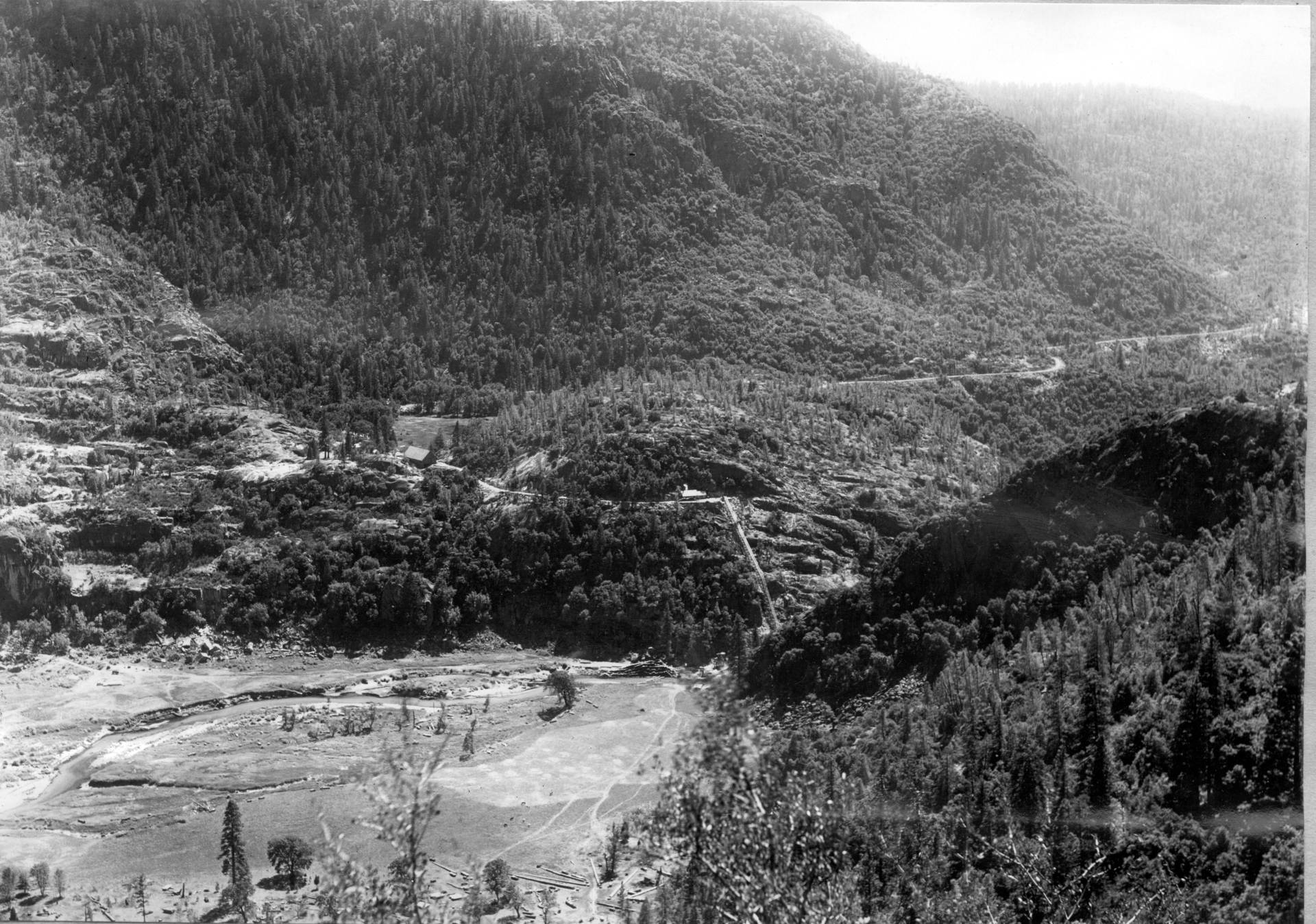 View across Hetch Hetchy Valley, early 1900s, from the southwestern end, showing the Tuolumne River flowing through the lower portion of the valley prior to damming. Isaiah West Taber/ Sierra Club Bulletin/ Public Domain