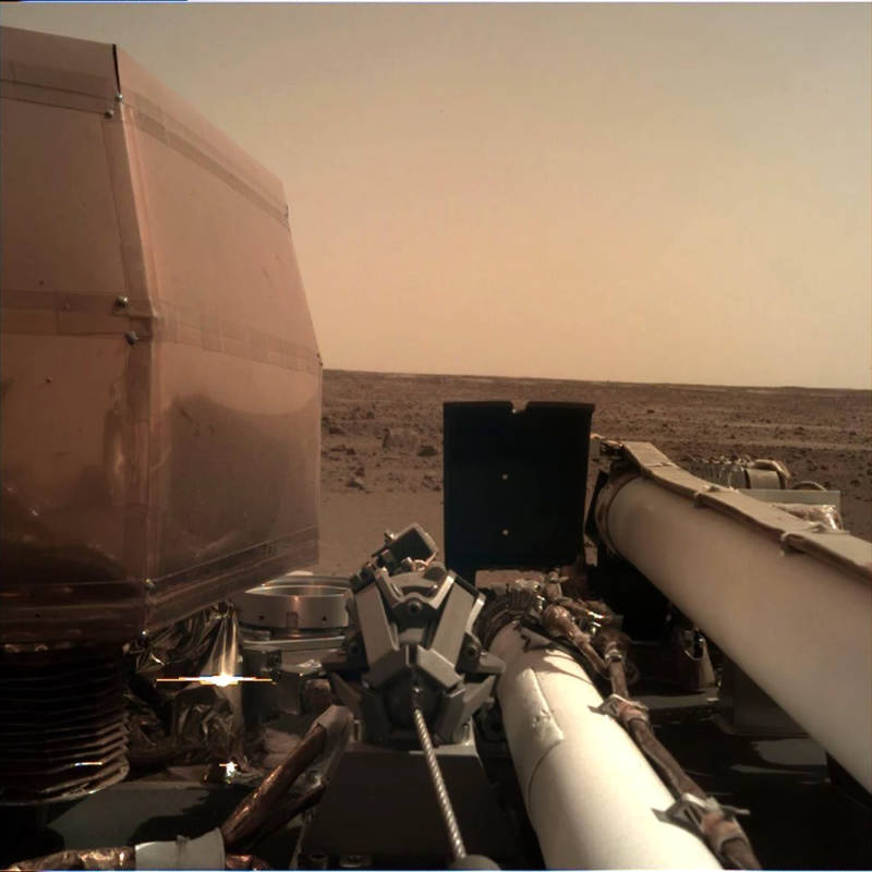 Self portrait taken by InSIGHT shortly after landing.