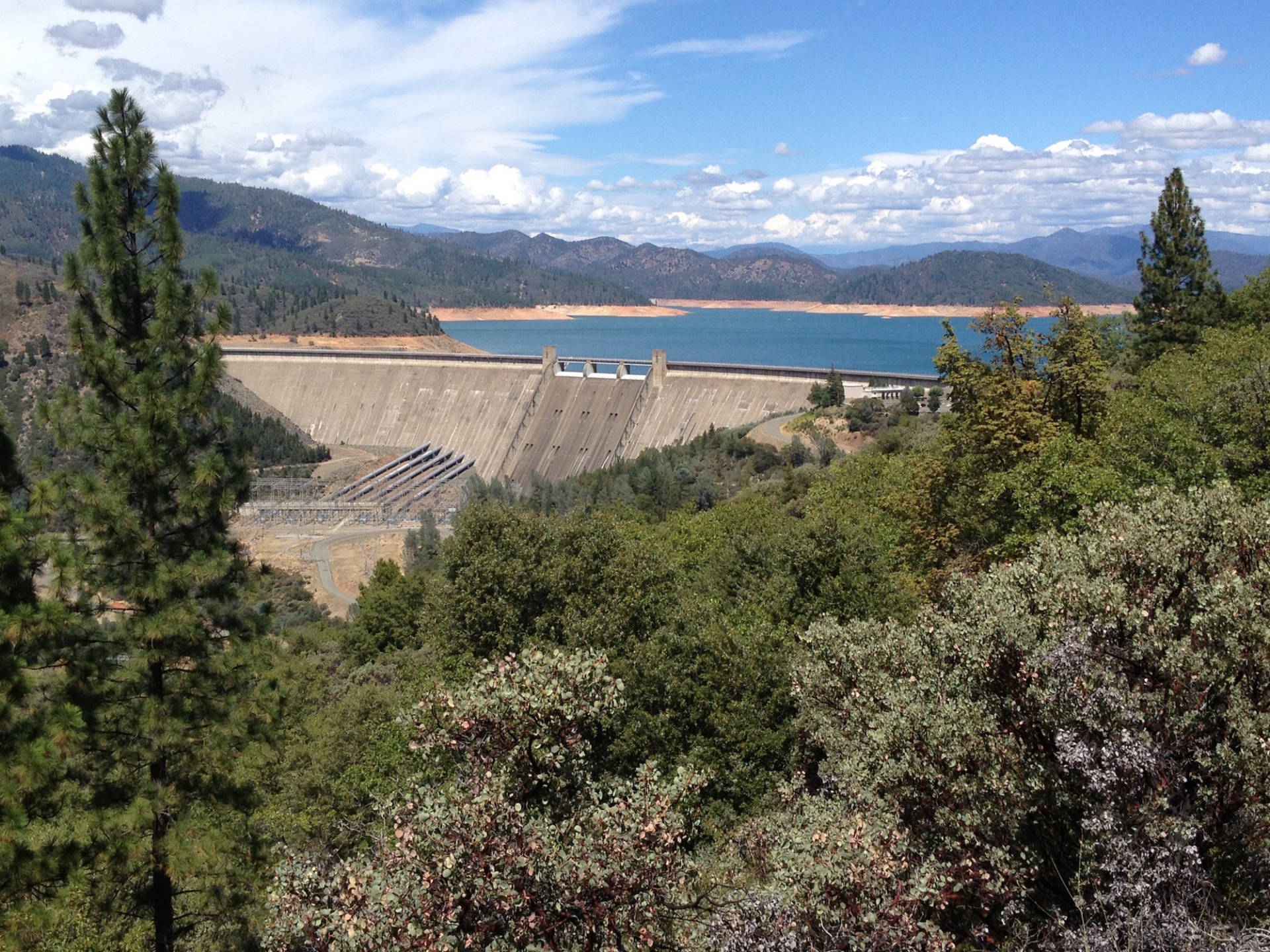 Federal officials say adding 18.5 feet to the top of Shasta Dam would enlarge the reservoir's capacity by about 14 percent. Craig Miller/KQED
