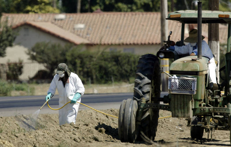Farmers Are Supposed to Consider Safer Alternatives to Toxic Pesticides. UCLA Report Says That's Not Working Out Well