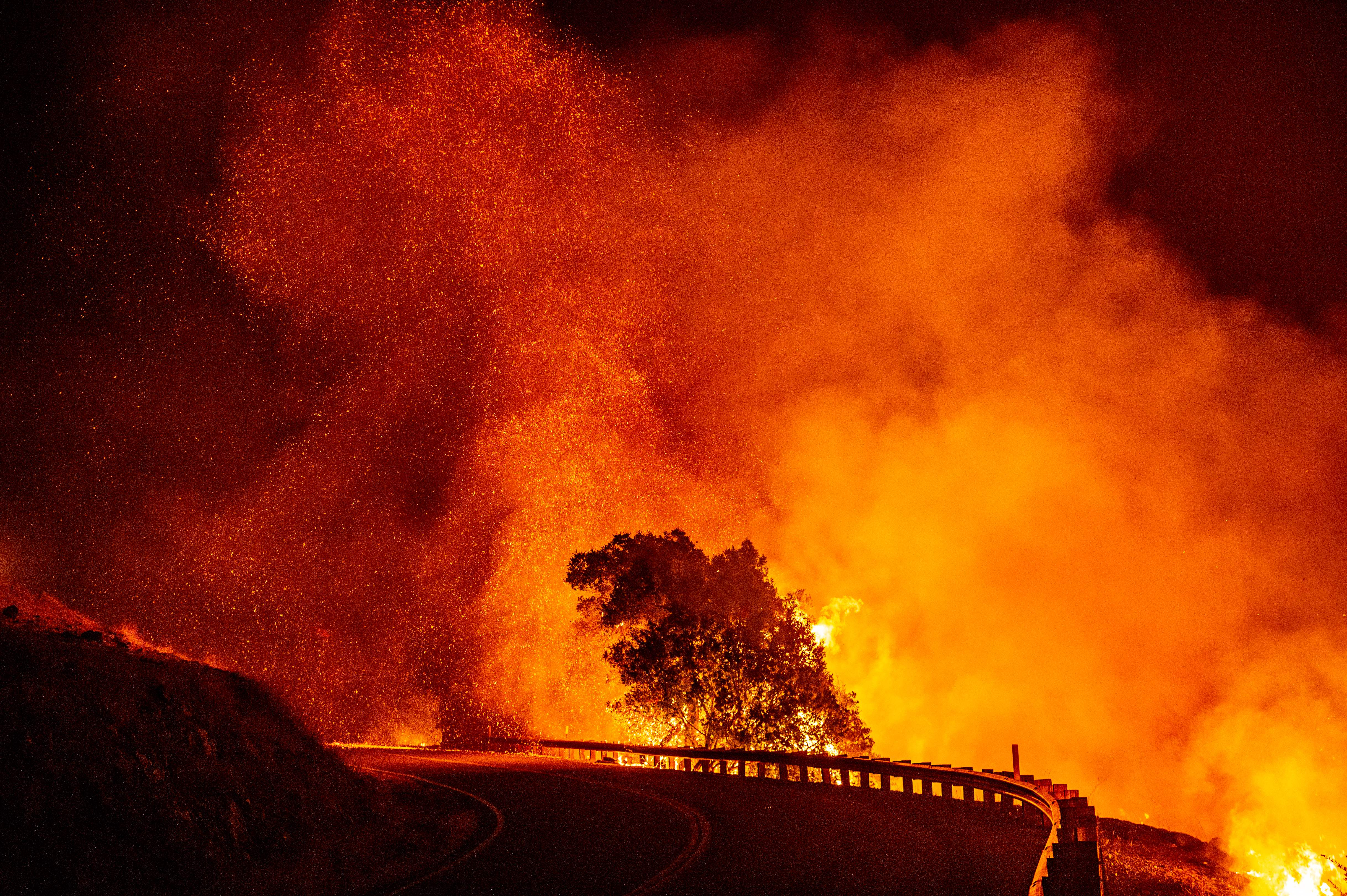showing extreme fire behavior - HD4871×3242