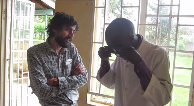 Manu Prakash shows how to use his Foldscope.