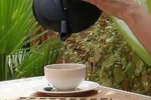 How Do You Decaffeinate Tea?