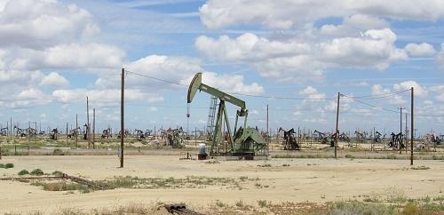 Lost Hills oil field. Photo (c) 2010 Andrew Alden