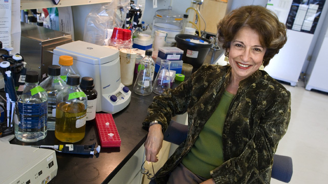 Mina Bissel in her lab