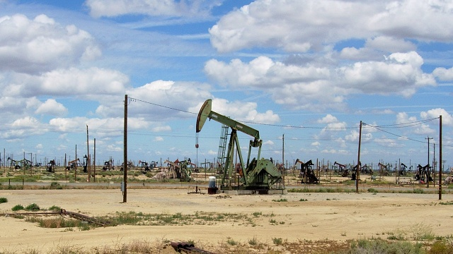 The Lost Hills oil field owes much of its production today to hydraulic fracturing. Photos by Andrew Alden