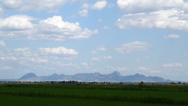 The Sutter Buttes are an isolated volcanic center surrounded by super-flat bottomland of the Sacramento Valley. All photos by Andrew Alden