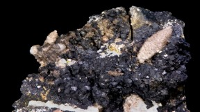 "Smelly Rocks: Researchers Reveal The Source of ""Stinkspar"" Stench"