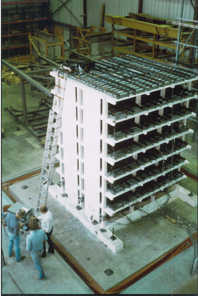 Testing a reinforced concrete shearwall building model.