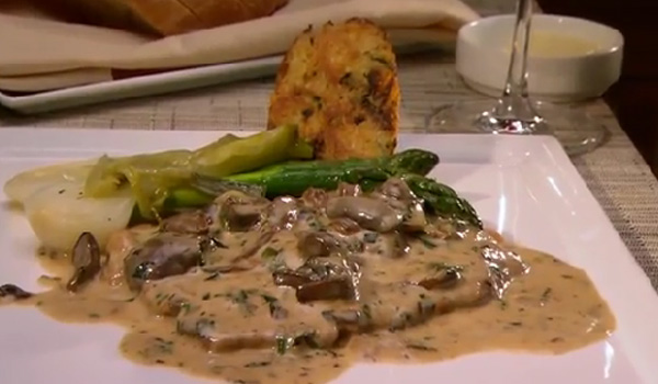 JÄGER SCHNITZEL braised in a mushroom cream sauce with Austrian napkin dumpling, garlic confit and broccolini from Naschmarkt