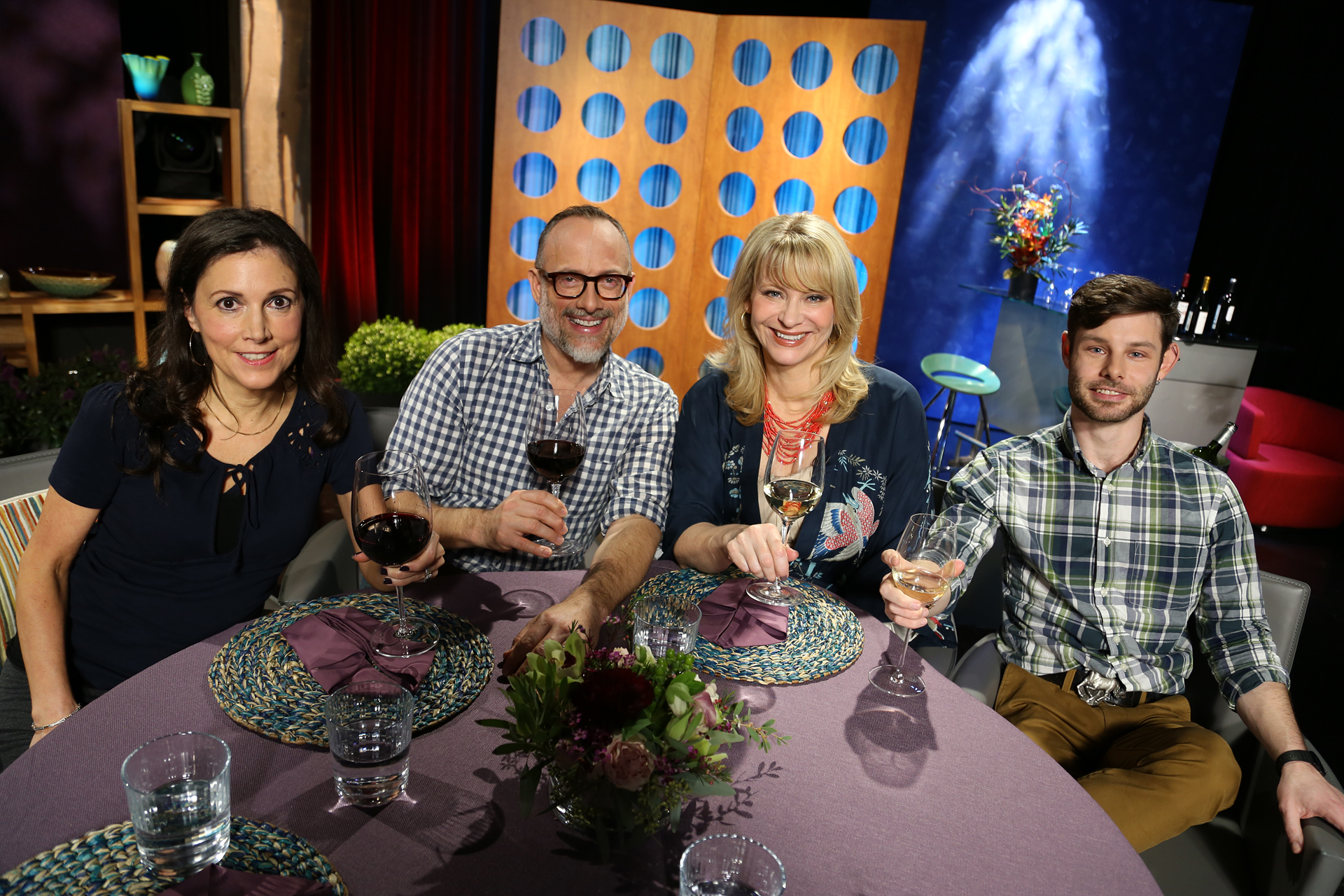 Host Leslie Sbrocco and guests on the set of season 12 episode 5.
