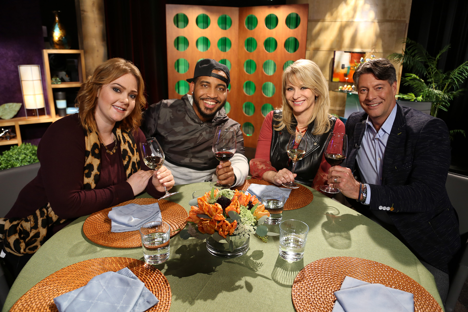 Host Leslie Sbrocco and guests on the set of season 13 episode 3.