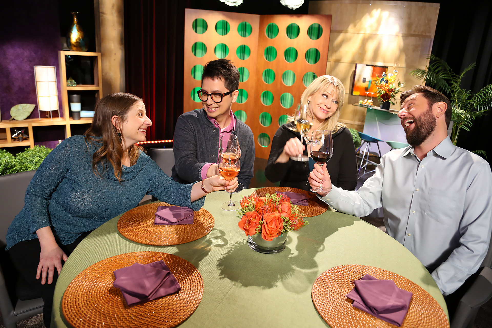 Host Leslie Sbrocco and guests on the set of season 13 episode 9.