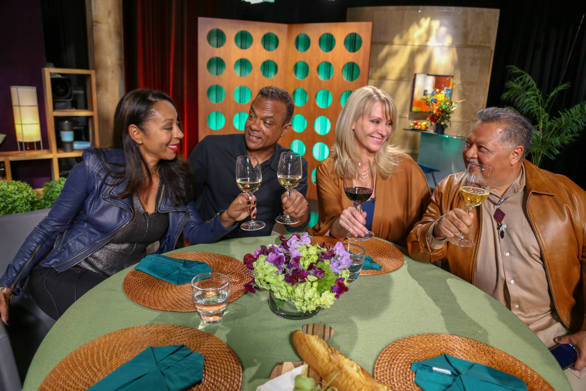 Host Leslie Sbrocco and guests on the set of season 13 episode 11.