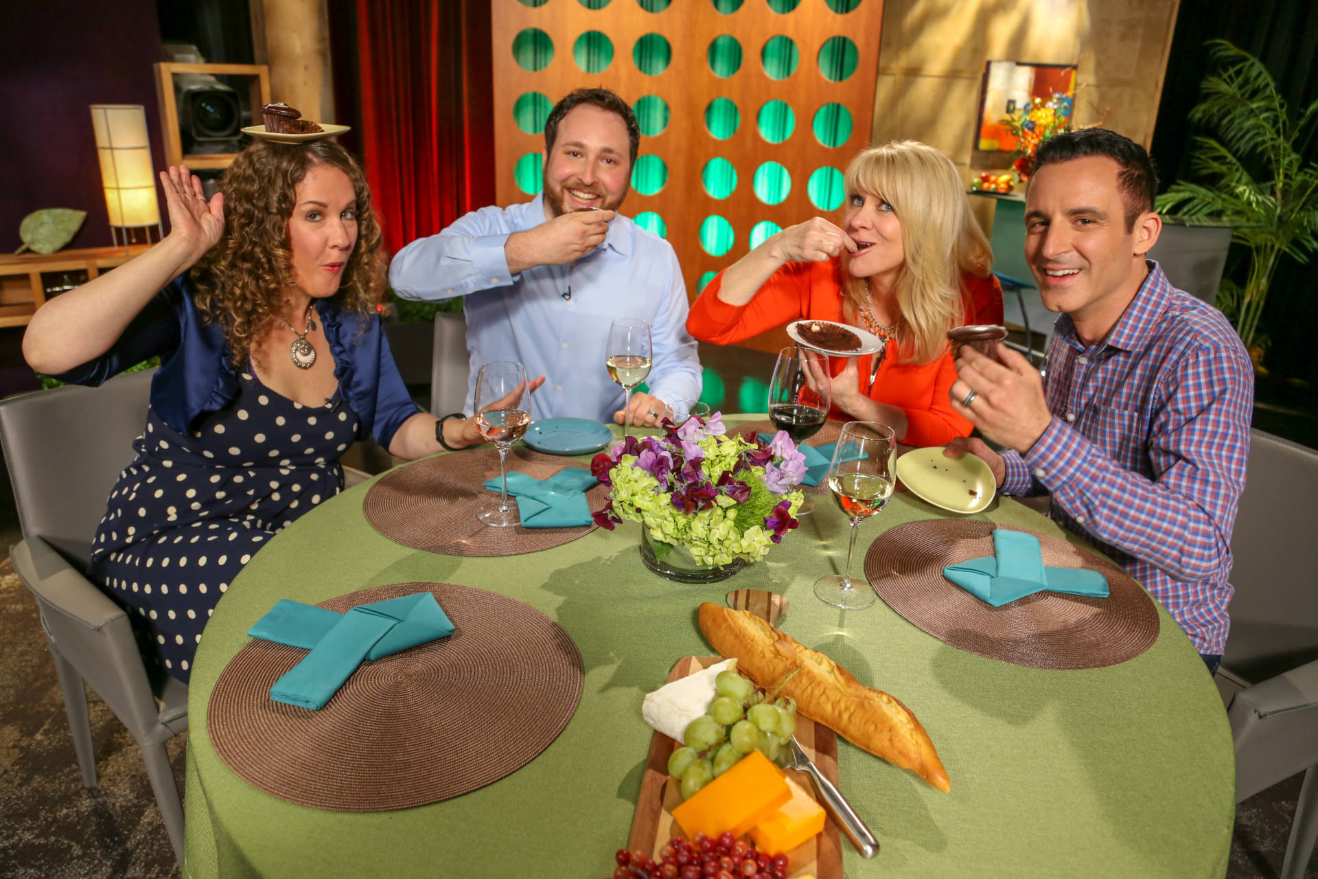 Host Leslie Sbrocco and guests on the set of season 13 episode 10.