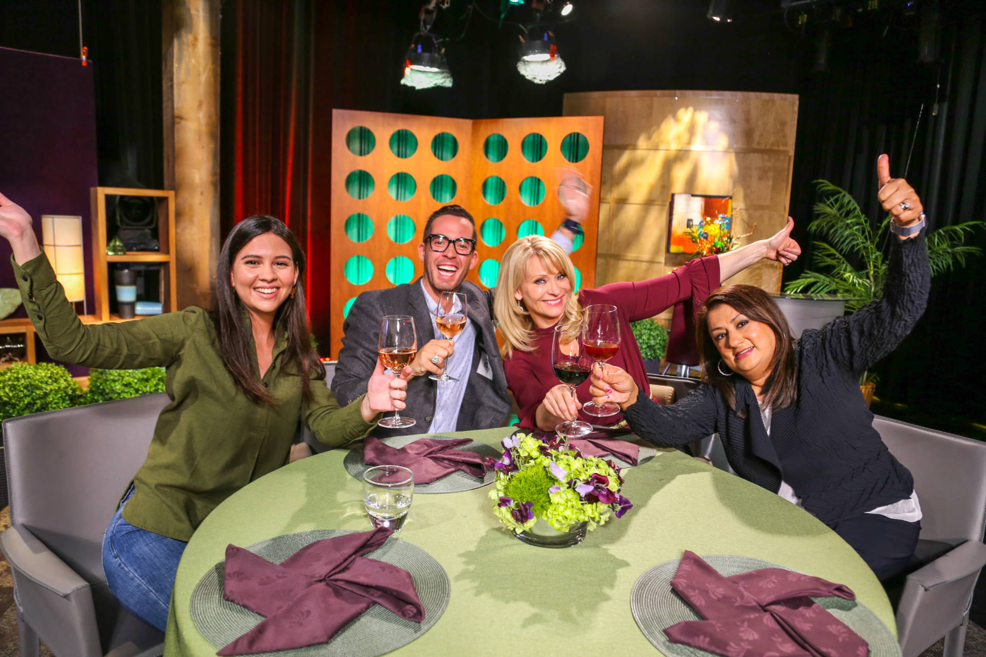 Host Leslie Sbrocco and guests on the set of season 13 episode 14.