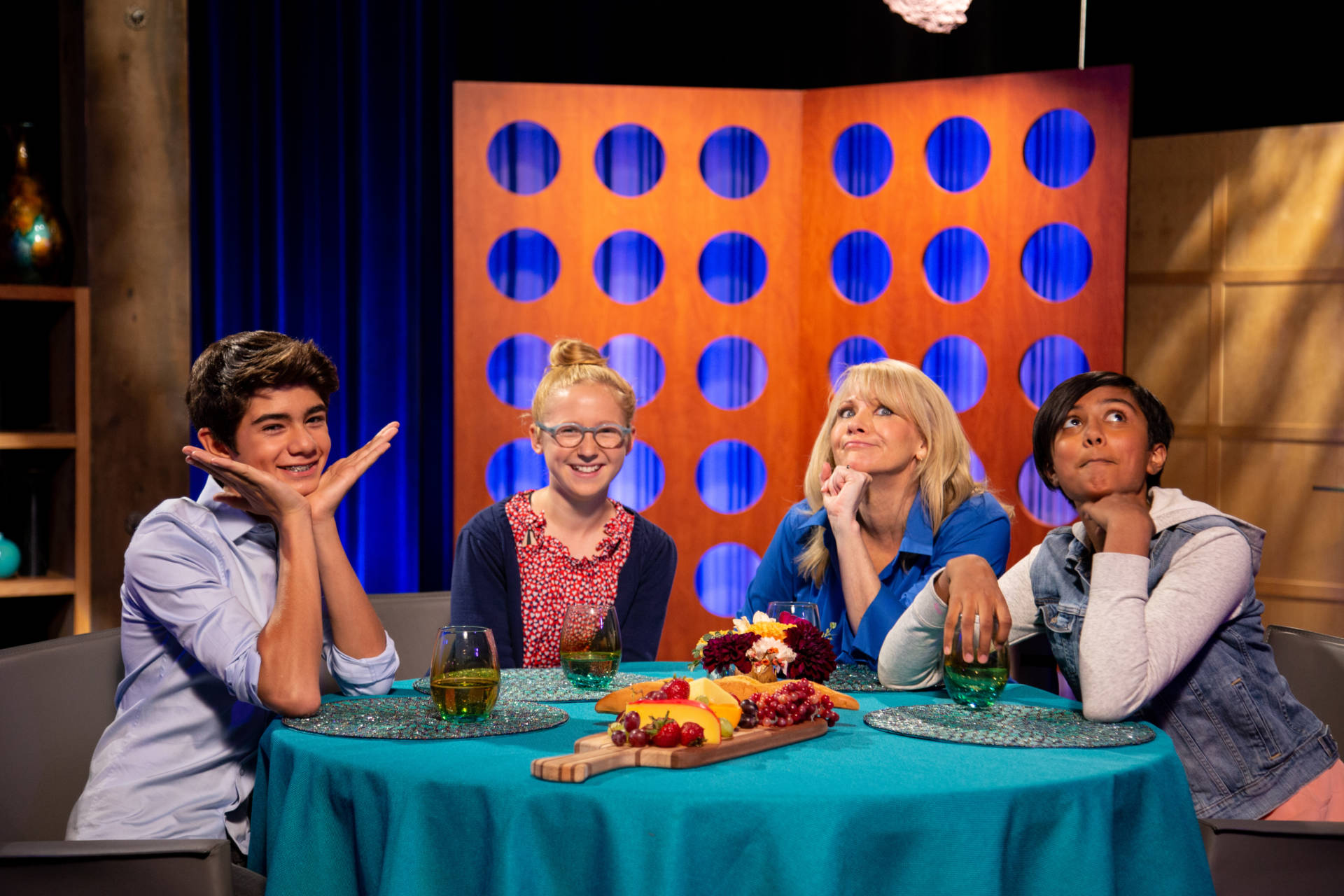 Host Leslie Sbrocco and guests on the set of season 13 episode 23.