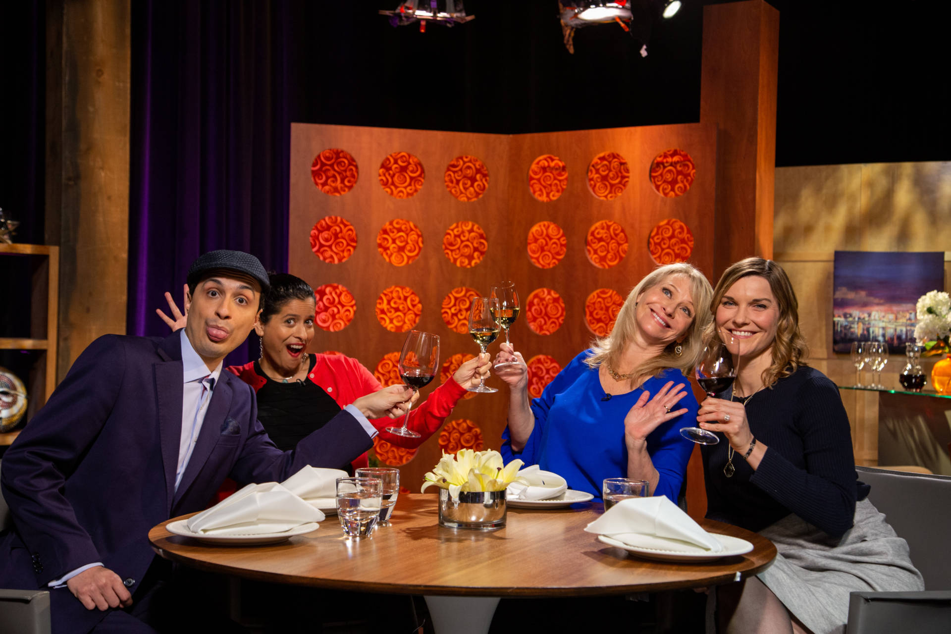 Host Leslie Sbrocco and guests on the set of season 14 episode 1.
