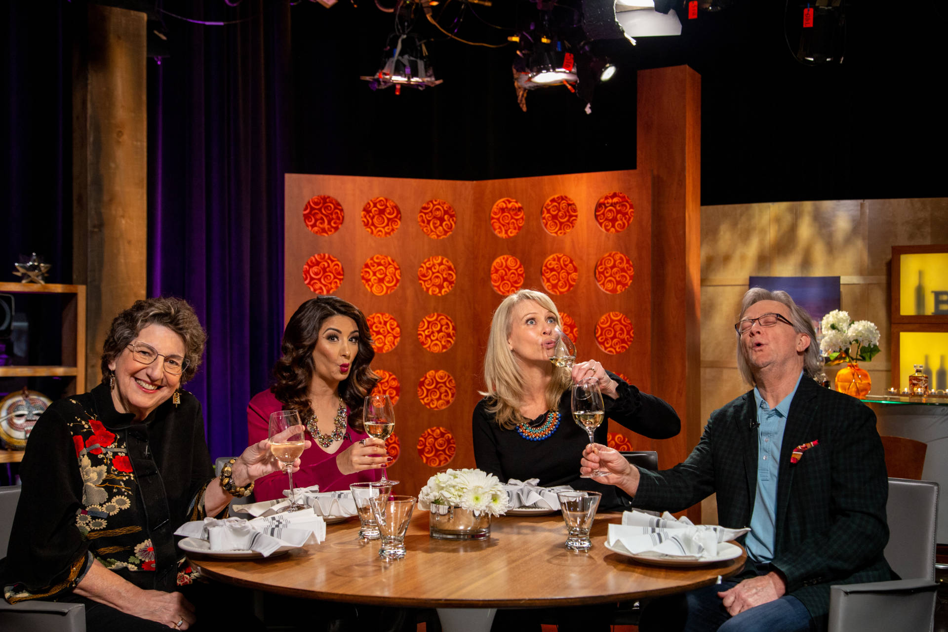 Host Leslie Sbrocco and guests on the set of season 14 episode 2.