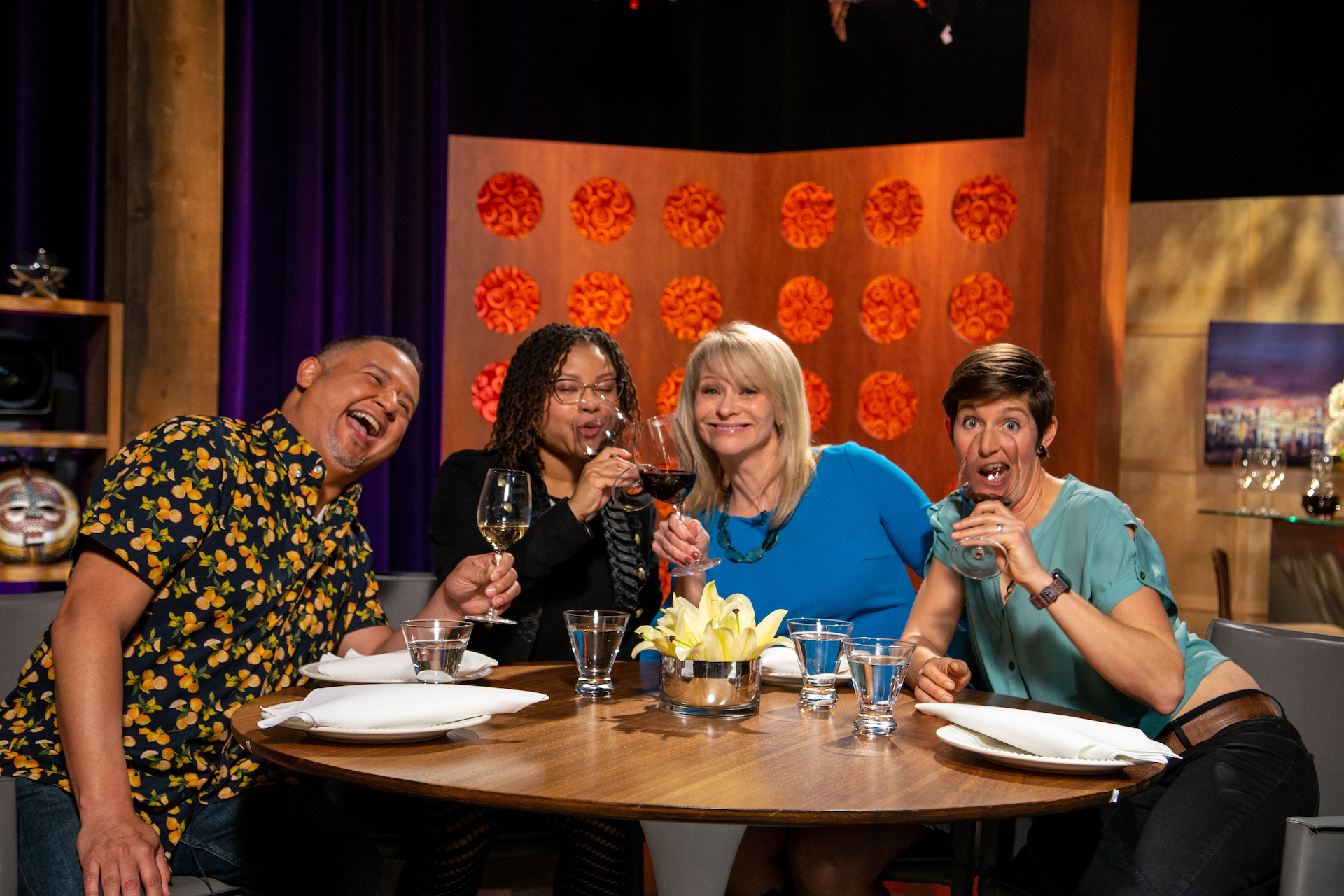 Host Leslie Sbrocco and guests on the set of season 14 episode 7.