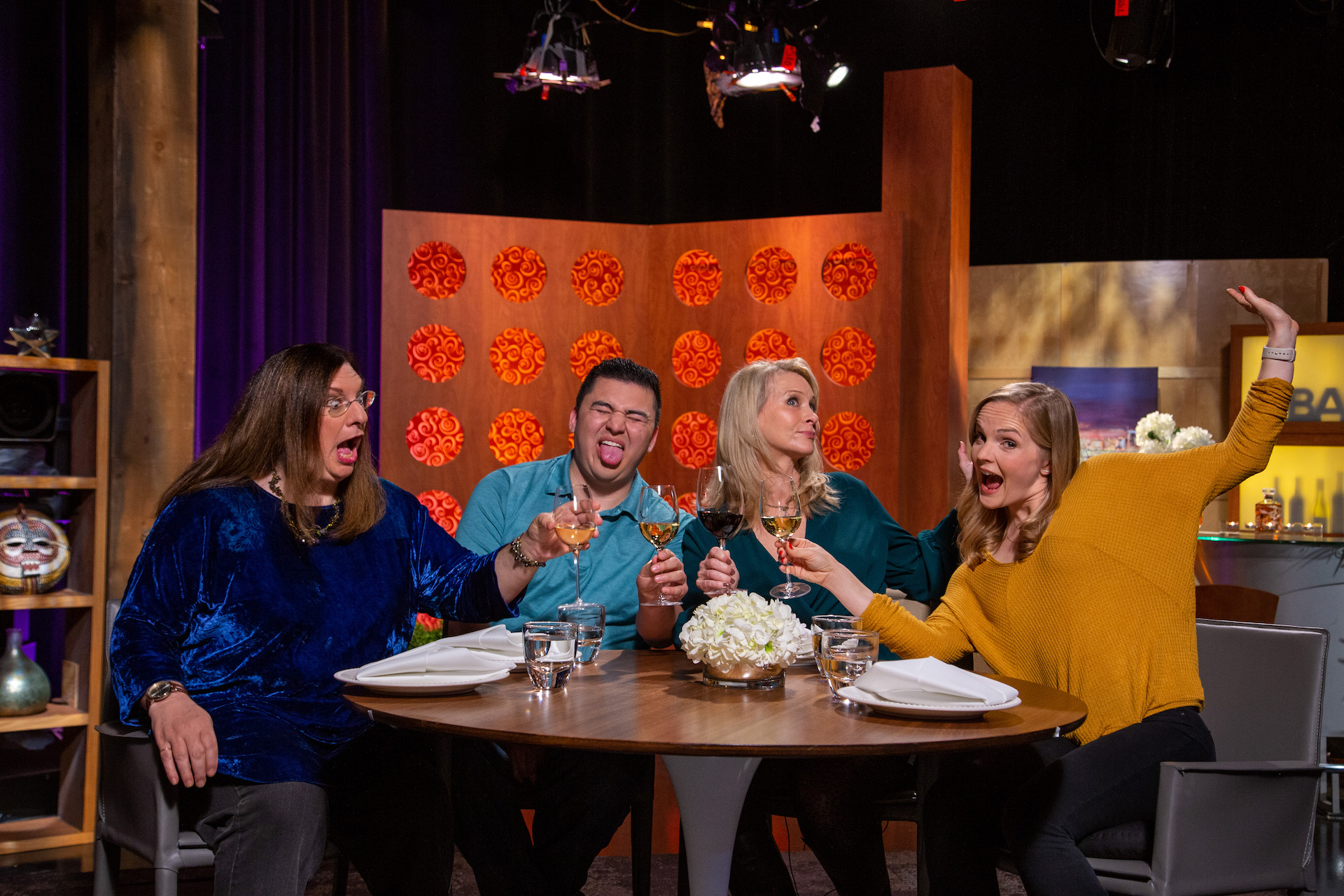 Host Leslie Sbrocco and guests on the set of season 14 episode 4.
