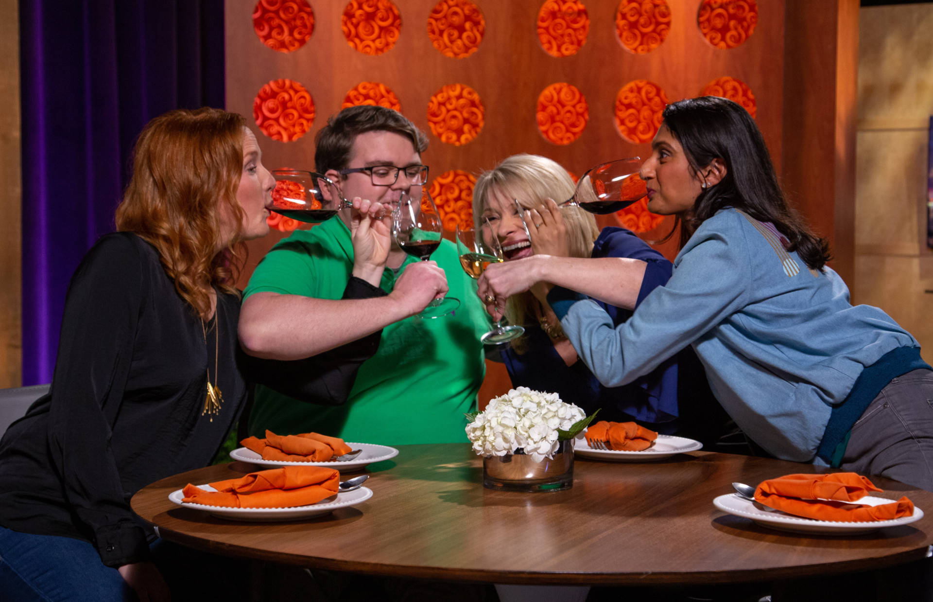 Host Leslie Sbrocco and guests on the set of season 14 episode 6.