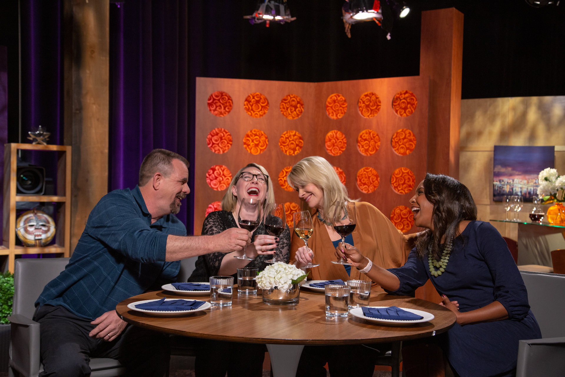 Host Leslie Sbrocco and guests on the set of season 14 episode 8.