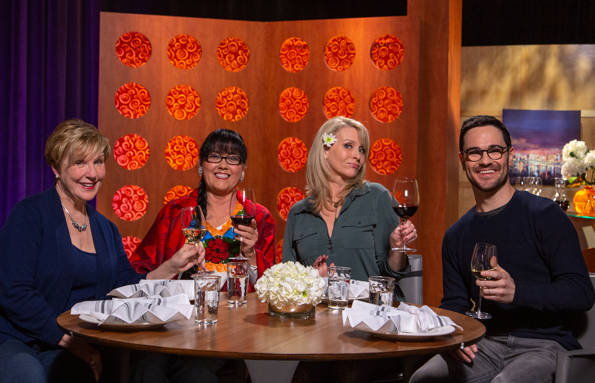Host Leslie Sbrocco and guests on the set of season 14 episode 5.