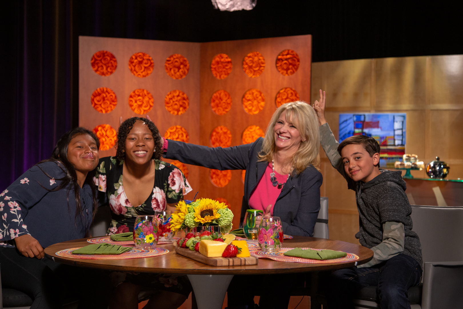 Host Leslie Sbrocco and guests on the set of season 14 episode 21.