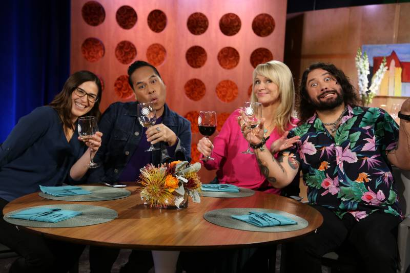 Host Leslie Sbrocco and guests on the set of season 15 episode 4.