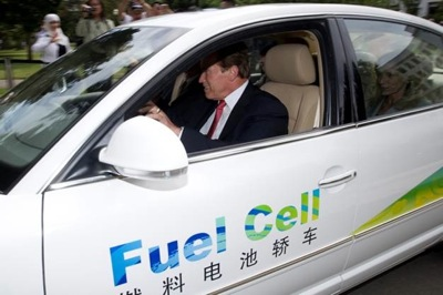 Governor Schwarzenegger tries out the Volkswagen Passat Lingyu. Photo: Governor's Office