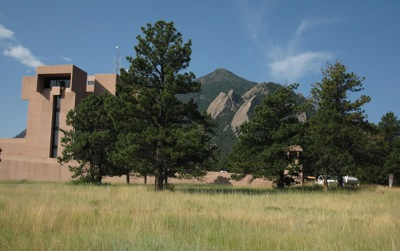 With the Flatiron Mountains as a backdrop, architect I. M. Pei used the Mesa Verde cliff dwellings as inspiration for the NCAR headquarters building, in Boulder. Photo: Craig Miller